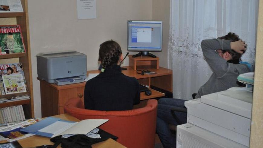 Edukacyjne programy komputerowe w czytelni biblioteki
