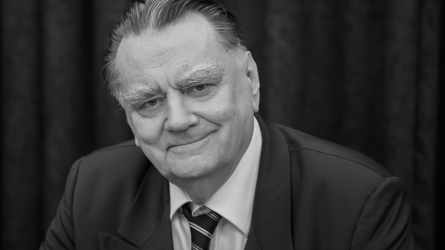 Żałoba narodowa po śmierci Jana Olszewskiego.