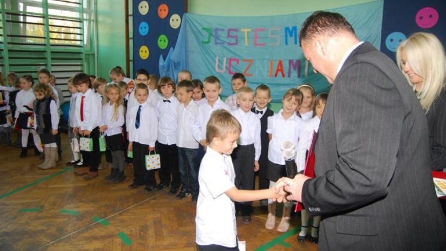 Pasowanie pierwszoklasistów w Szkole Podstawowej w Nekli